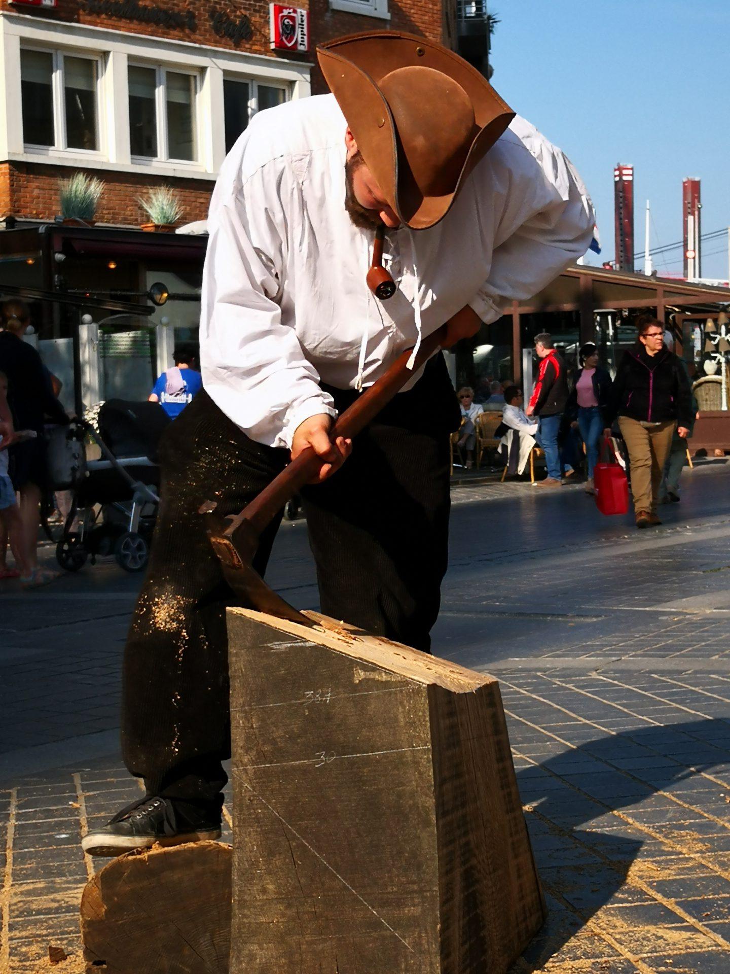 Artisans travaillant le bois